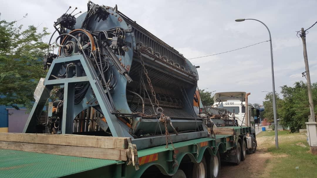 Logistics Company in Klang Malaysia heavy machinery lorry
